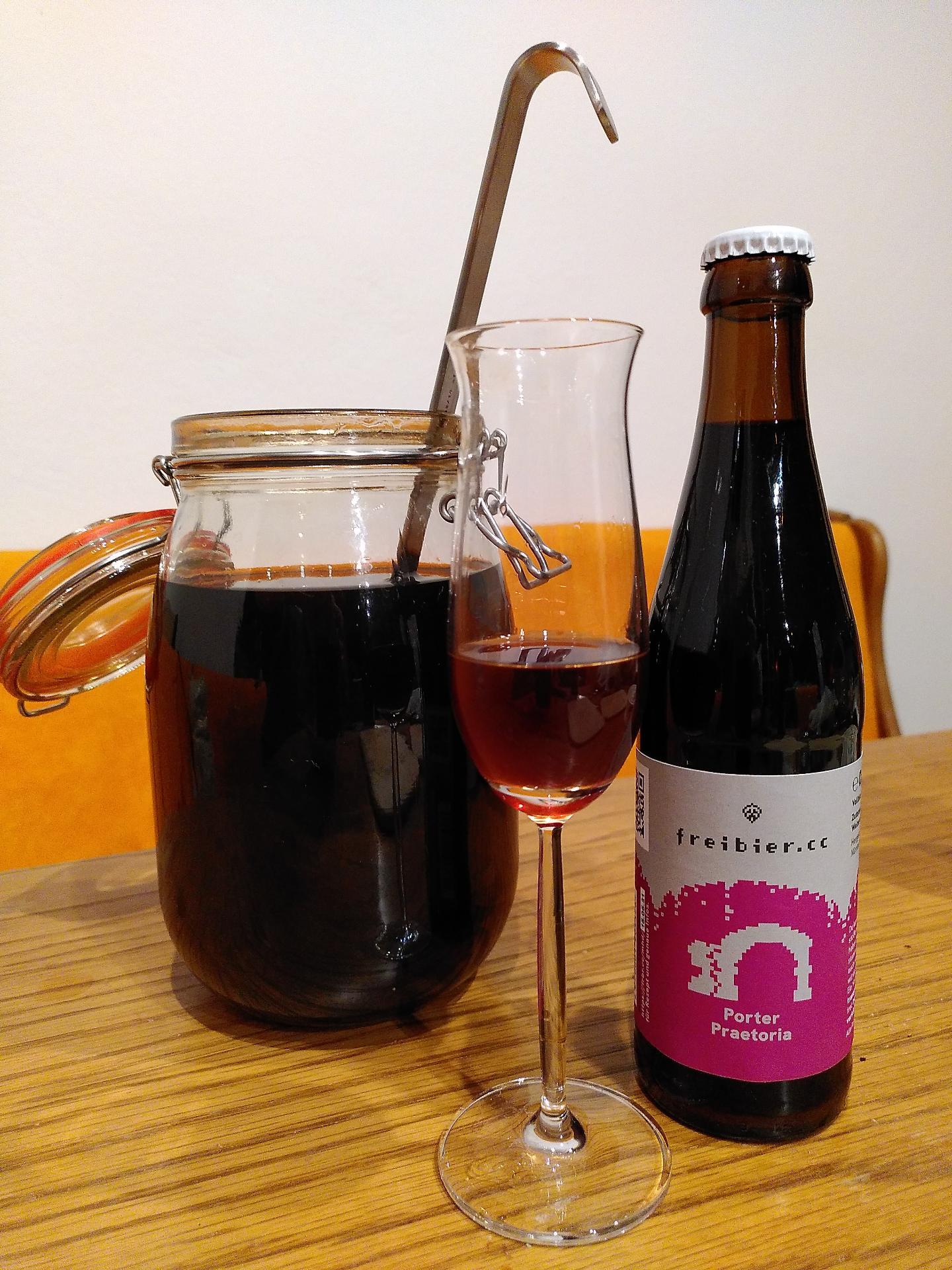 Porter Praetoria Likör mit Bierflasche